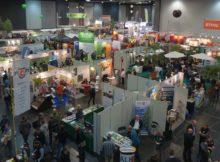 Der Ausstellungsbereich der Baumpflegetage ist sehr kompakt in einer Halle untergebracht. Foto: Forum Baumpflege GmbH & CO KG