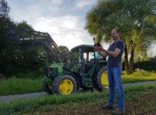 Der 10xx an einem Tablet im Einsatz in der Agrarwirtschaft. Zu sehen außerdem die externe Antenne der Lösung. Foto: ppm