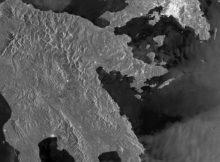 Aufnahmen des Sentinel-1-Satelliten von Athen und dem Peloponnes-Gebierge. Foto: Deutsches Zentrum für Luft- und Raumfahrt (DLR)