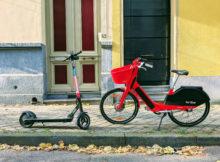 In einer MKS-Studie untersuchte ein Forschungsteam unter der Leitung der PTV, wie neue Mobilitätsangebote in Zukunft zu einem nachhaltigeren Verkehr beitragen können. Bild: Lucian Alexe/Unsplash